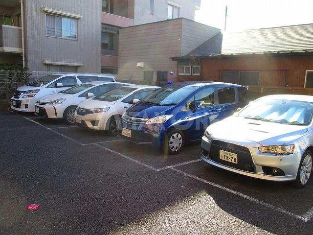 フレグランス稲田堤駐車場