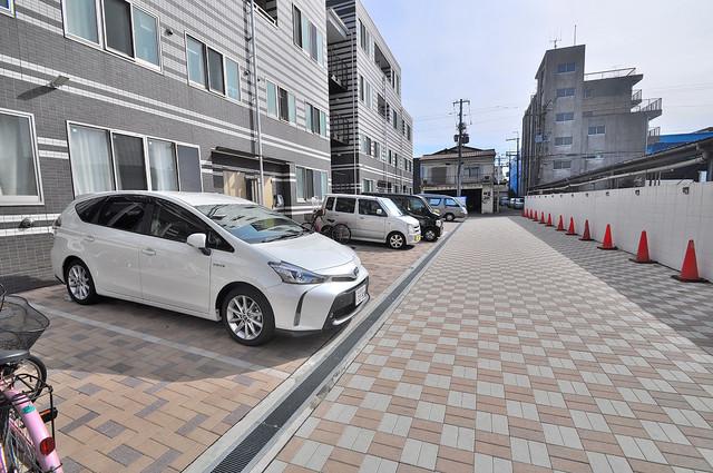 WESTRITZ巽 敷地内にある駐車場。愛車が目の届く所に置けると安心ですよね。