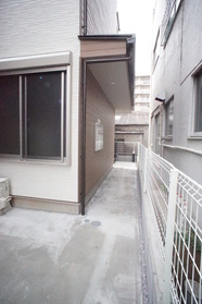 https://image.rentersnet.jp/c5a2d1e1-d67b-4d76-ad92-58f69caf7ffb_property_picture_2987_large.jpg_cap_エントランス