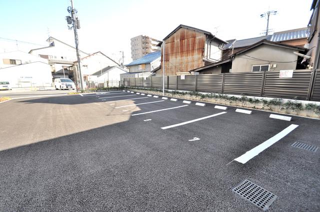 Luxe布施北Ⅱ 敷地内にある駐車場。愛車が目の届く所に置けると安心ですよね。