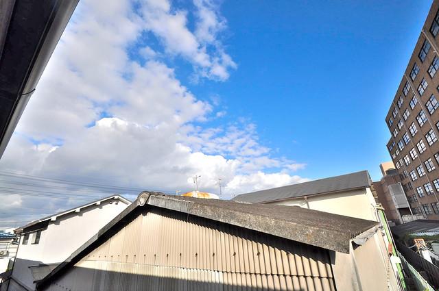 メゾンドゥエスポワール この見晴らしが日当たりのイイお部屋を作ってます。