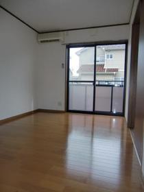 https://image.rentersnet.jp/c657af32-3cf3-4fac-82cd-3d9d5363fb70_property_picture_2419_large.jpg_cap_居室