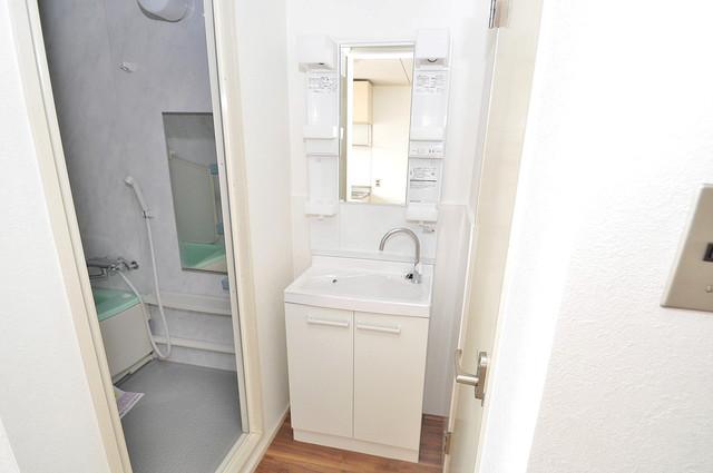 グリーンハイツ竜田 独立した洗面所には洗濯機置場もあり、脱衣場も広めです。