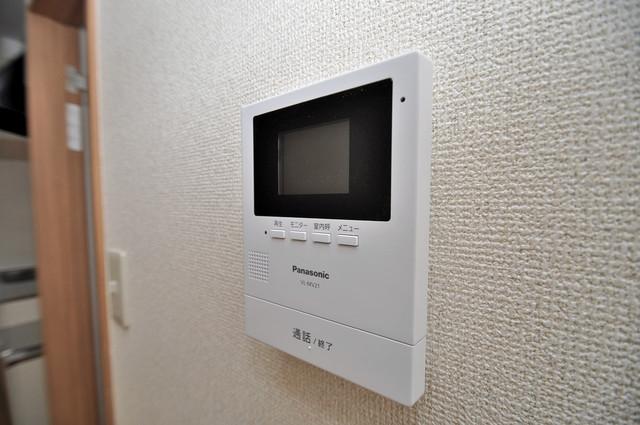 小路東2-3-9 貸家 モニター付きインターフォンでセキュリティ対策もバッチリ。