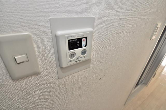 エクセルシオール長田 給湯リモコン付。温度調整は指1本、いつでもお好みの温度です.