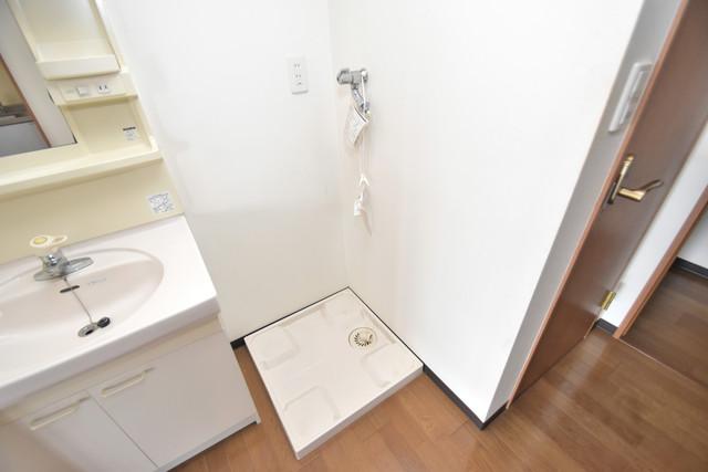 サンオークスマンション 嬉しい室内洗濯機置場は脱衣場も兼ねています。