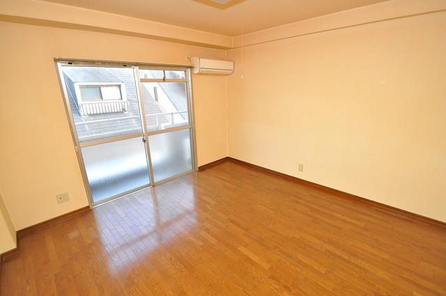ヴィラアルタイル 落ち着いた雰囲気のこのお部屋でゆっくりお休みください。