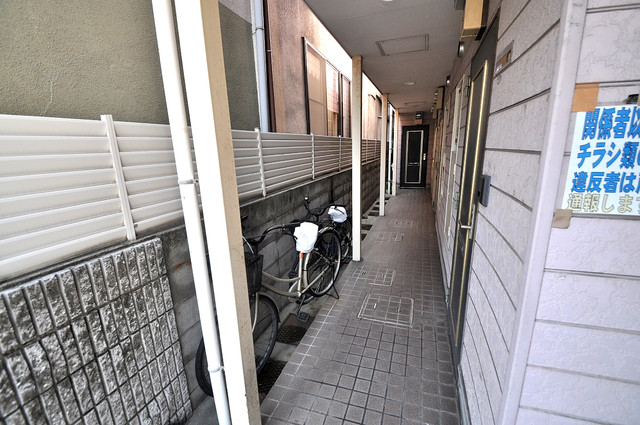 レオパレス布施  玄関まで伸びる廊下がきれいに片づけられています。