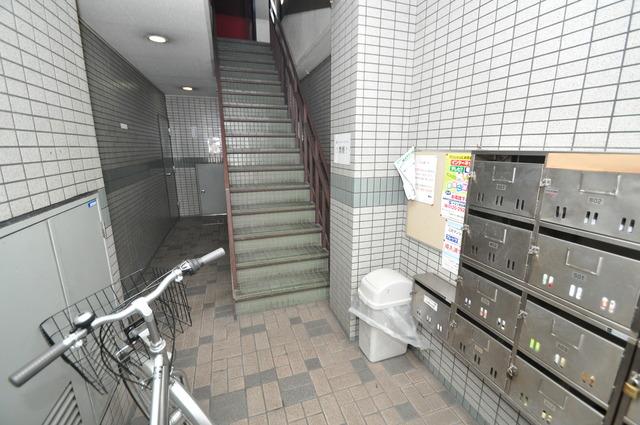 MAISON YAMATO 屋内にあるポストは大切な郵便物を雨から守ってくれます。