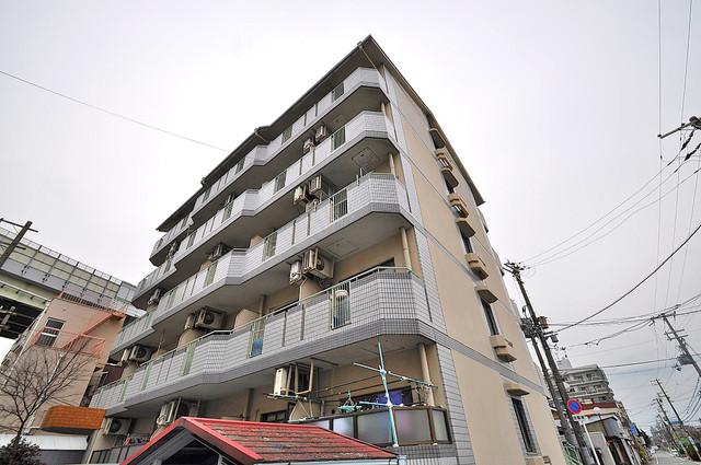 ダイヤモンドメゾン高井田 シックな色合いで落ち着いた雰囲気のマンションです。