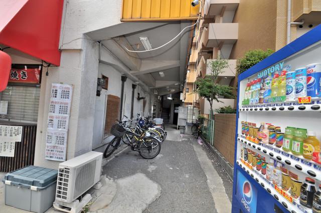 八戸ノ里KS 屋根のあるポストは大切な郵便物を雨から守ってくれます。