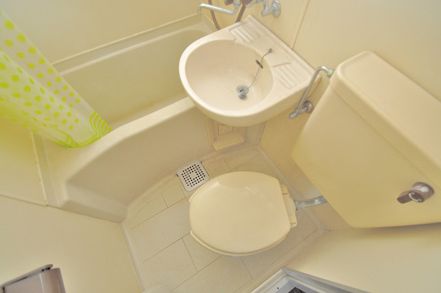 メロディーハイム小阪 シャワー1本で水回りが簡単に掃除できますね。