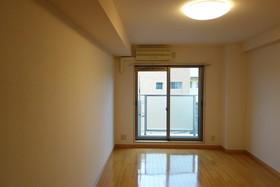 https://image.rentersnet.jp/c7cd4b1d-275f-45c3-b3c2-1ceece5f0bb6_property_picture_1992_large.jpg_cap_居室