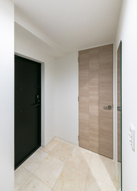 https://image.rentersnet.jp/c7f4030b-adf6-4984-964d-2836b877c81a_property_picture_2418_large.jpg_cap_玄関