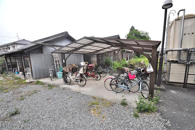 カーサ山野 敷地内には専用の駐輪スペースもあります。