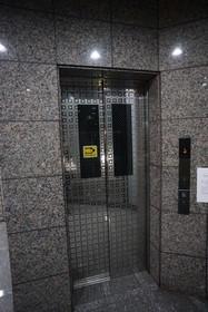 https://image.rentersnet.jp/c81b94c2-988d-42d1-b3d4-60221250ce1b_property_picture_1800_large.jpg_cap_エレベーター完備