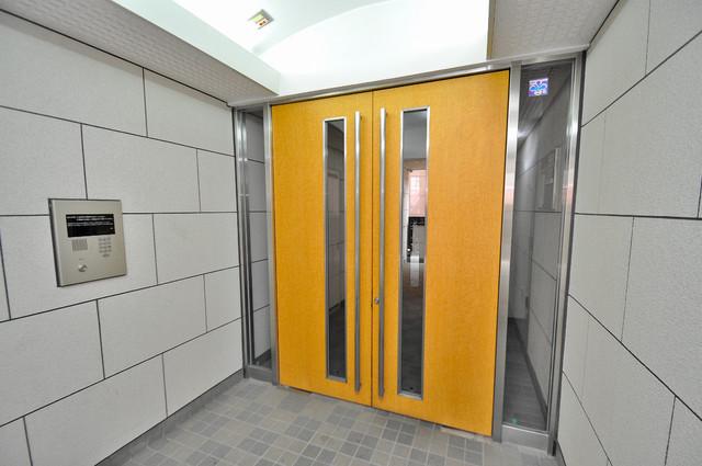 カーサ・デル・ソーレ オシャレなエントランスは安心のオートロック完備です。