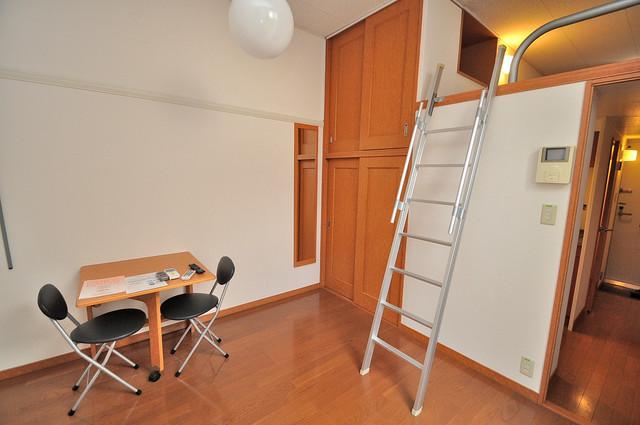 レオパレスフセアジロミナミ 落ち着いた雰囲気のこのお部屋でゆっくりお休みください。