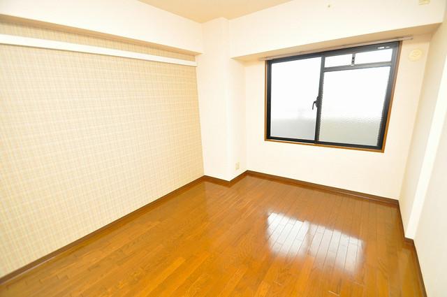 パレグリシーヌ 落ち着いた雰囲気のこのお部屋でゆっくりお休みください。