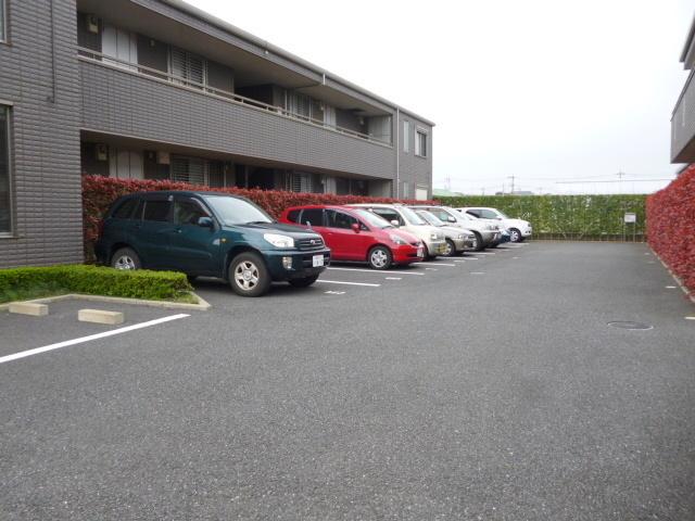 大泉学園ロイヤルフォルム B棟駐車場