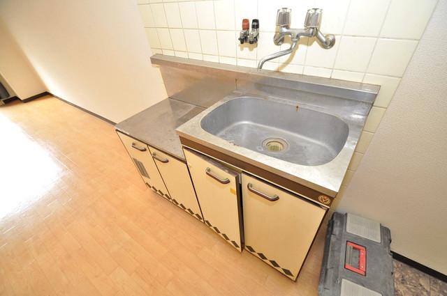 グランドハイツ大今里 シンプルなキッチンです。あなた好みのコンロを置いてくださいね。