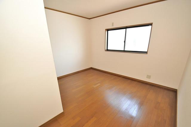 長栄寺8-24 貸家 解放感たっぷりで陽当たりもとても良いそんな贅沢なお部屋です。