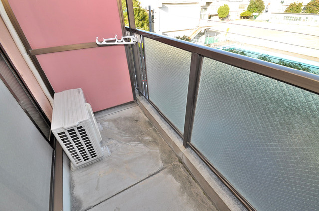 コンドミニアム太平寺 バルコニーは陽当たりが良く、洗濯物も気持ち良く乾きます。