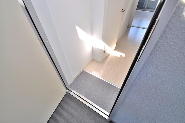 ラ・ハイール北巽 玄関を開けると解放感のある空間がひろがりますよ。