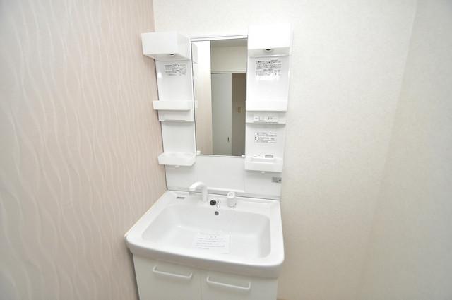グランドール杉の木 広い洗面所はご家族の多い、忙しい朝にも十分対応してくれます。