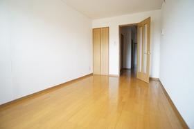 https://image.rentersnet.jp/c970e86b-7b49-46bf-8940-53cbd0d1abf7_property_picture_956_large.jpg_cap_居室