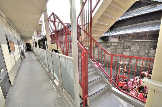 M'プラザ菱江 この階段を登った先にあなたの新生活が待っていますよ。