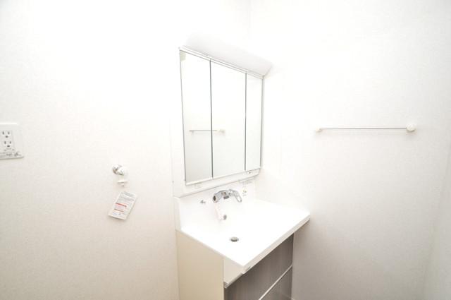 ラヴィエベル 独立した洗面所には洗濯機置場もあり、脱衣場も広めです。