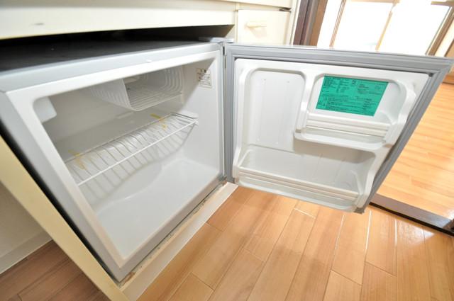 ゴッドフィールド今里 ミニ冷蔵庫付いてます。単身の方には十分な大きさです。