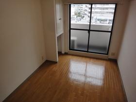 https://image.rentersnet.jp/ca1e452a-9cdc-46b1-8816-267949aa84d1_property_picture_2418_large.jpg_cap_バルコニーもついていますよ!