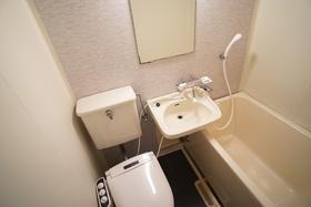 https://image.rentersnet.jp/ca2752ac-bbd1-4a05-96a6-dd6b2b00a127_property_picture_956_large.jpg_cap_洗面所