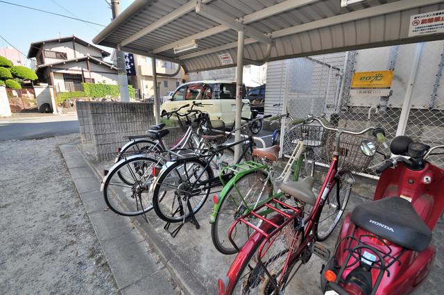 ジャルディーノ壱番館 敷地内には専用の駐輪スペースもあります。