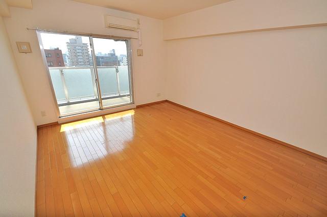 Gransisu Takaida 明るいお部屋は風通しも良く、心地よい気分になります。