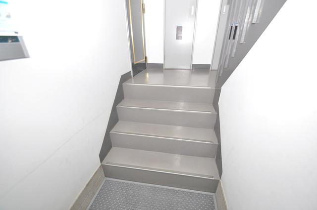 ランドハウス この階段を登った先にあなたの新生活が待っていますよ。