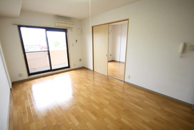https://image.rentersnet.jp/ca921233-8723-4322-8d35-32100a90eacf_property_picture_2988_large.jpg_cap_居室
