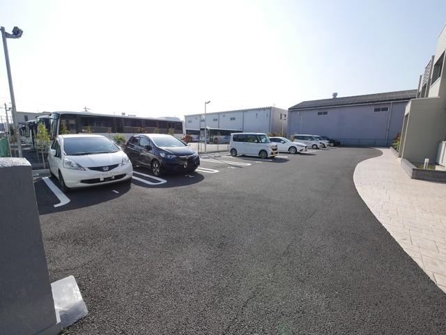 ブライトガーデン新磯野Ⅱ駐車場