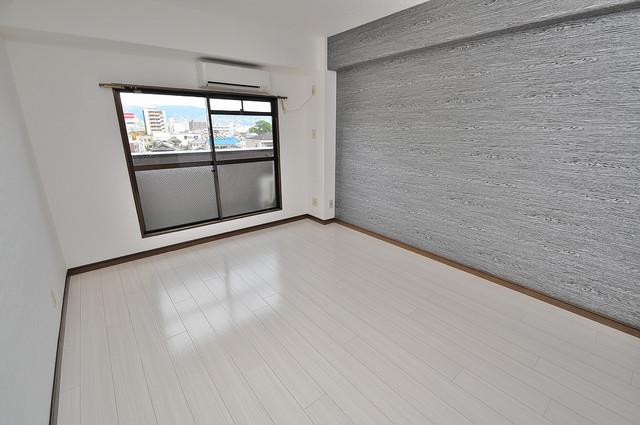 エイチ・ツーオー高井田ビル 窓があるので風通しが良く、快適な睡眠がとれそうですね。