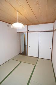 エバーグリーンコート 111号室