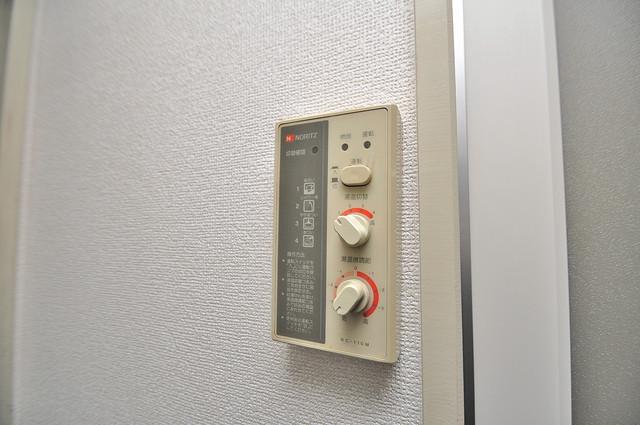 ハウスランド布施 給湯リモコン付。温度調整は指1本、いつでもお好みの温度です.