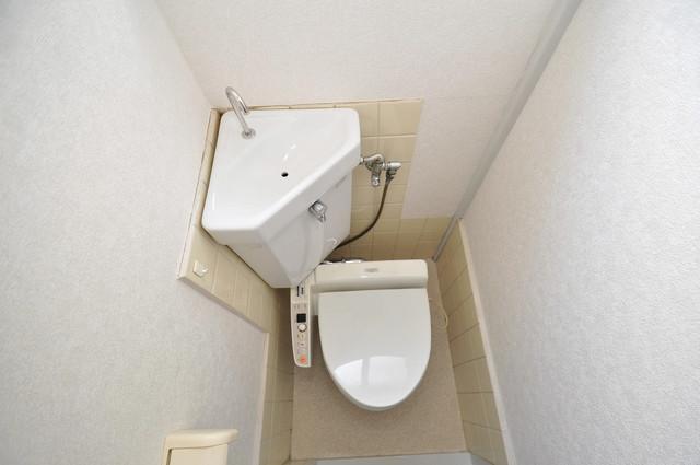 近江堂1-11-9 貸家 スタンダードなトイレは清潔感があって、リラックス出来ます。