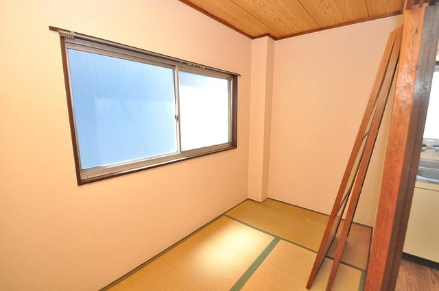 坂下マンション 朝には心地よい光が差し込む、このお部屋でお休みください。