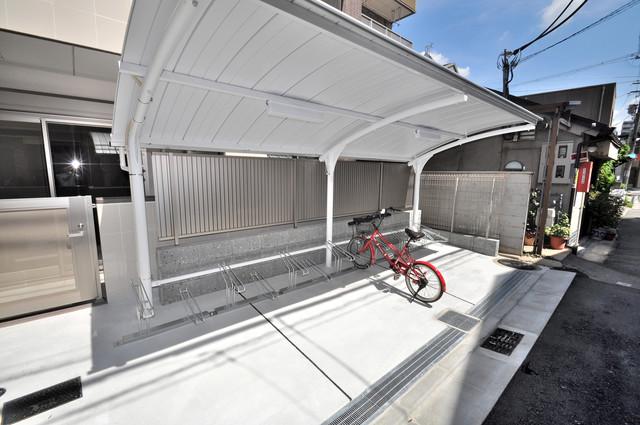 エイチ・ツーオー布施 敷地内にある専用の駐輪場。雨の日にはうれしい屋根つきです。