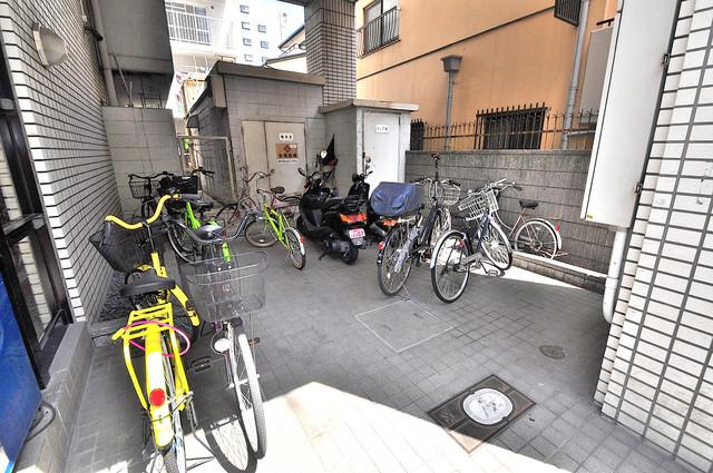 ヒューマニティプラザ 1階には駐輪場があります。屋内なので、雨の日も安心ですね。