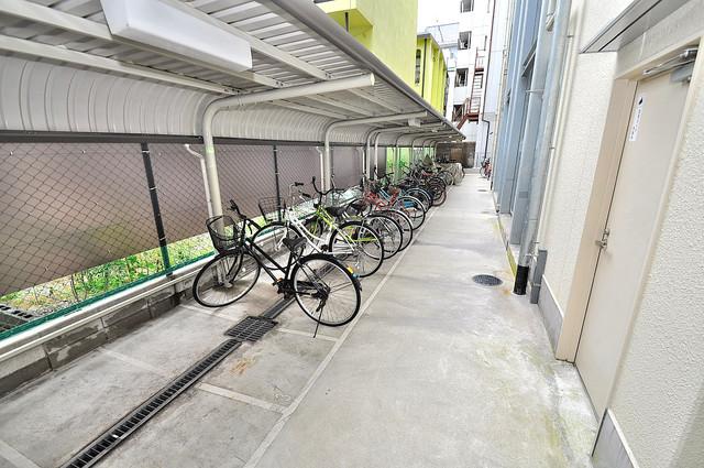 エムズコート今里 屋根付きの駐輪場は大切な自転車を雨から守ってくれます。