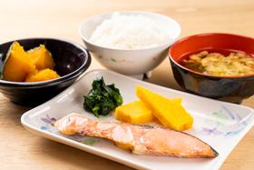 https://image.rentersnet.jp/cbaf8f70-9e1a-4c3b-91e2-807bd7bada55_property_picture_956_large.jpg_cap_食堂の朝食(一例)