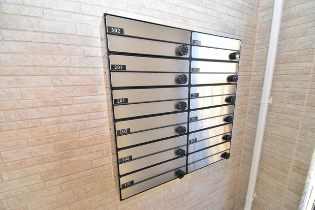 G-SQUARE エントランス内にある各部屋毎のメールボックス。
